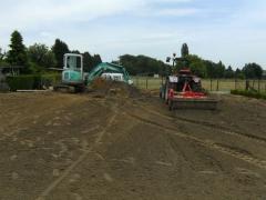 Grondwerken met minigraver en traktor