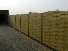 Plaatsing betonnen afsluiting van 2 meter hoog