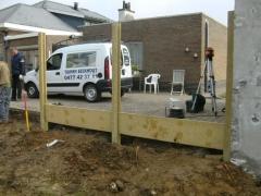 Plaatsen van betonnen afsluiting